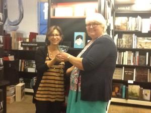 presenting R J Palacio with her award